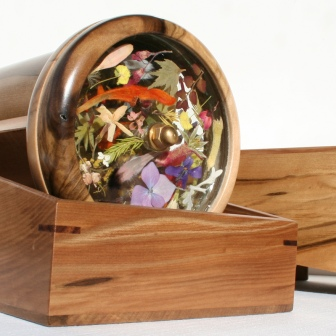 For somthing extra special, Flowerscopes are presented in a beautiful timber box